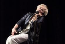 Dans La Voix humaine, Martine Chevallier joue une femme intensément amoureuse
