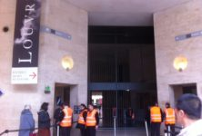 Le Louvre rouvre ses portes sous la surveillance de la police