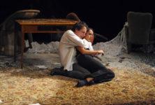 «Les Serments indiscrets» au Théâtre du Nord, théâtre de lumière et art de la litote