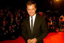 Jude Law à l'affiche de la nouvelle série Canal + « The Young Pop »