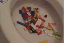 AI WEIWEI privé de jouets par LEGO®