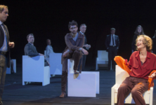 Bettencourt Boulevard: Christian Schiaretti tombe dans le piège du théâtre bourgeois