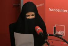 Sophia Aram entièrement voilée chez France Inter