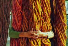 La laine de Sheila Hicks au Musée Carnavalet