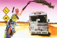 «Priscilla, Folle du Désert»: Retour sur les écrans de la comédie australienne Queer et culte !