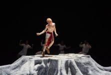 «A nous deux maintenant» de Jonathan Capdevielle: théâtre tronc tranché