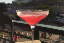 Le Grand Bleu refait surface à Paris : un nouveau bar rooftop au bord de l'eau