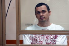 Intellectuels et cinéastes interpellent Emmanuel Macron sur la situation du réalisateur ukrainien Oleg Sentsov