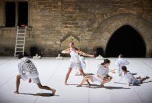 «Story Water» : à Avignon, Emanuel Gat et l'Ensemble Modern affirment une liberté contemporaine