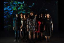 «F(L)AMMES» d'Ahmed Madani à Ivry : l'énergie incendiaire de dix jeunes femmes