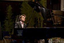 Rencontre avec Guilhem Fabre, pianiste à bord du camion-salle de concert uNopia