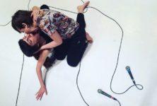 «A Leaf», Célia Gondol et Nina Santes inventent le concert chorégraphique au Festival d'Avignon