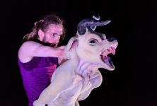Là où les «Monstres» se révèlent anges: l'inquiétante chorégraphie marionnettique de Duda Paiva