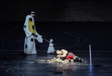 Œdipe au Festival de Salzbourg : Une distribution somptueuse évolue dans l'univers étrange et coloré d'Achim Freyer