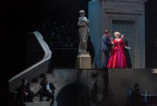 À Bordeaux, les Contes d'Hoffmann, bien servis vocalement, manquent cependant du grain de folie nécessaire et restent finalement bloqués dans l'escalier !