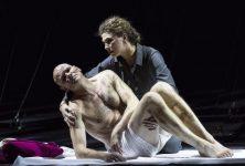 Jouer le contresens, chanter le silence : Lear de Reimann relève le défi au Palais Garnier