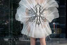 La robe naissante d'Iris Van Herpen pour un monde meilleur