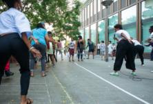 La compagnie Difé Kako anime le parvis de la place Basquiat, au coeur du 13e arrondissement de la capitale