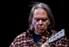 Neil Young porte plainte contre Donald Trump