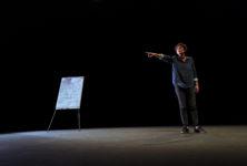 Le Quai de Ouistreham : le reportage de Florence Aubenas dans une mise en scène saisissante