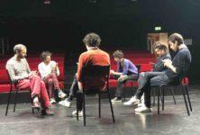 «Tragédie» au festival SPOT ! : une pièce en mode texte sur canapé