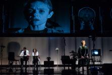 «D'autres mondes» au Nouveau Théâtre de Montreuil : Frédéric Sontag nous plonge dans une nausée existentielle sur l'interchangeabilité des réalités
