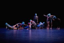 Distances de Ashley Chen interpelle sur la place de l'Autre, dans des danses frénétiques