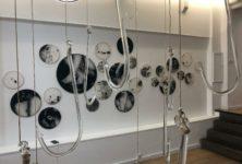 L'identité de Nars-eddine Bennacer en niveaux de gris au Studio 10