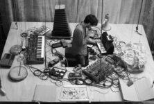 «Le présent c'est l'accident», bricolage sonore et visuel pour mini-concert plein de peps