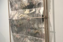 La Fondation Thalie offre un récit culturel et poétique à travers des œuvres tissées et des céramiques