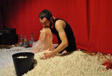 Un cabaret du quotidien en or au Théâtre des Cinq Diamants